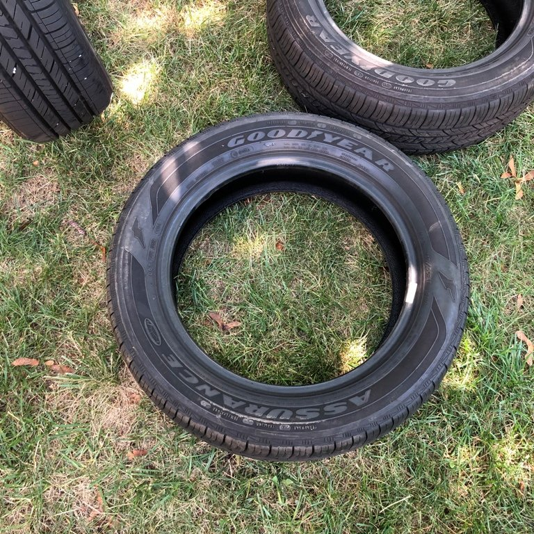 "FS: 2015 200 C 17"" OEM Wheels and Tires-200-c-tire.jpg"