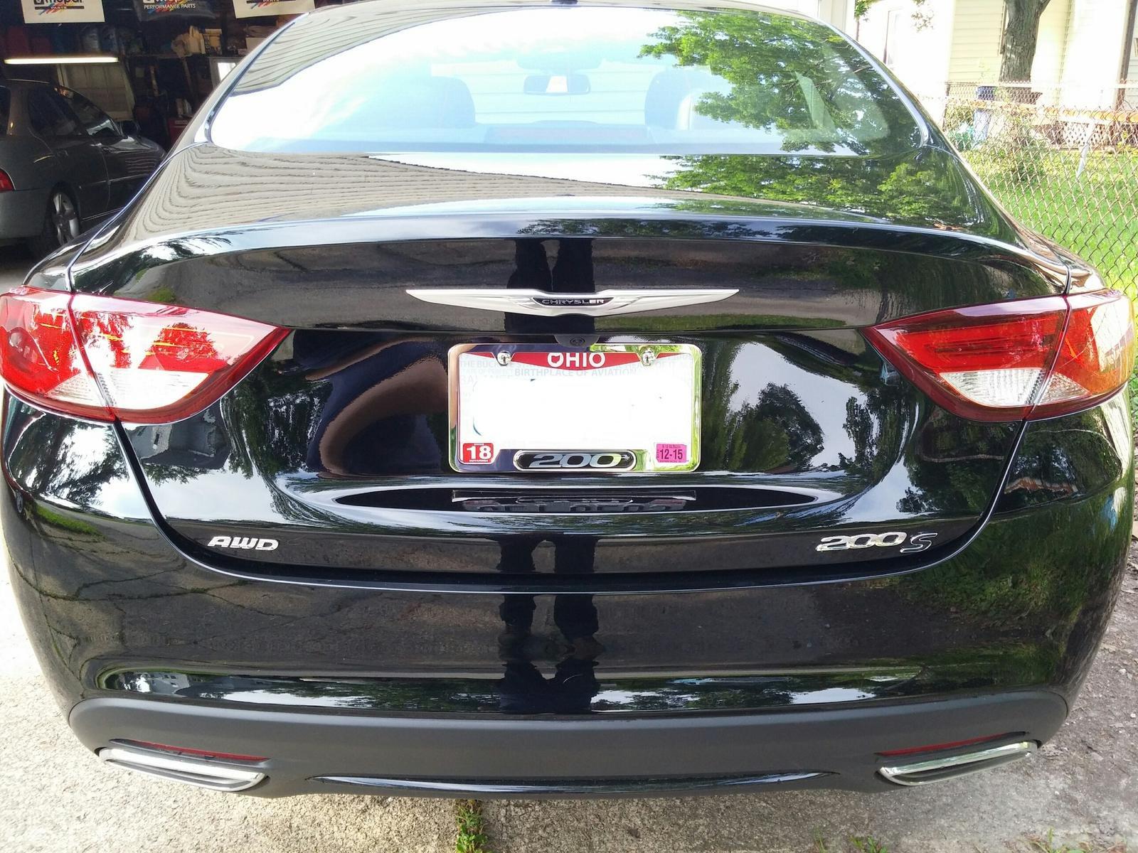 Chrysler 200: License Plate Lamp