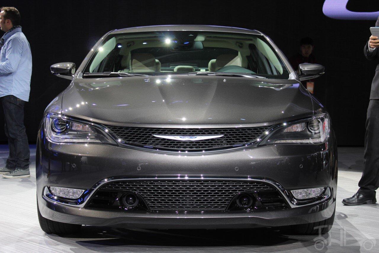 2015 Chrysler 200 Lower Grille